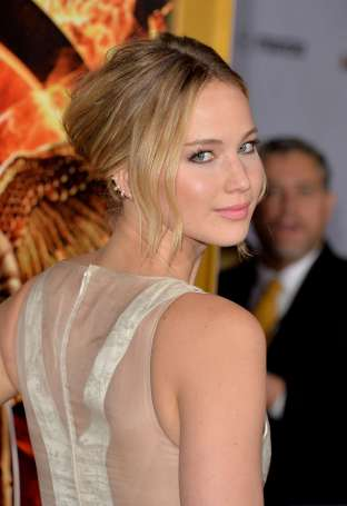 Jennifer-Lawrence---The-Hunger-Games--Mockingjay---Part-1-LA-Premiere--09