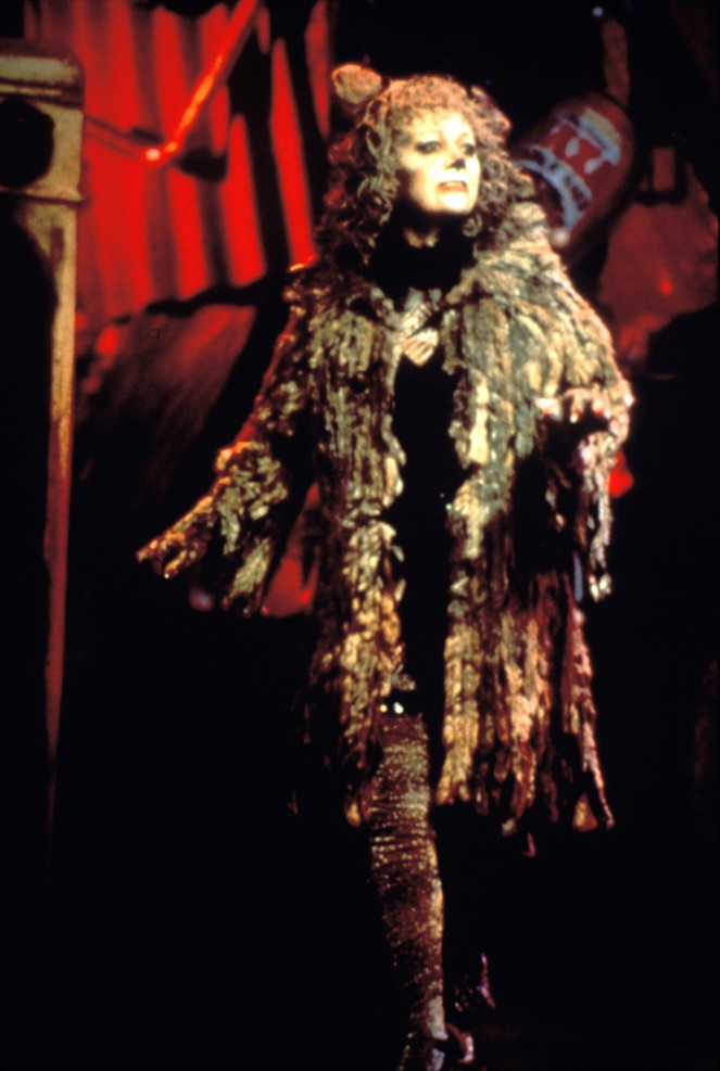 GP: CatsElaine Paige as Grizabella Photo (c) Joth Shakerley
