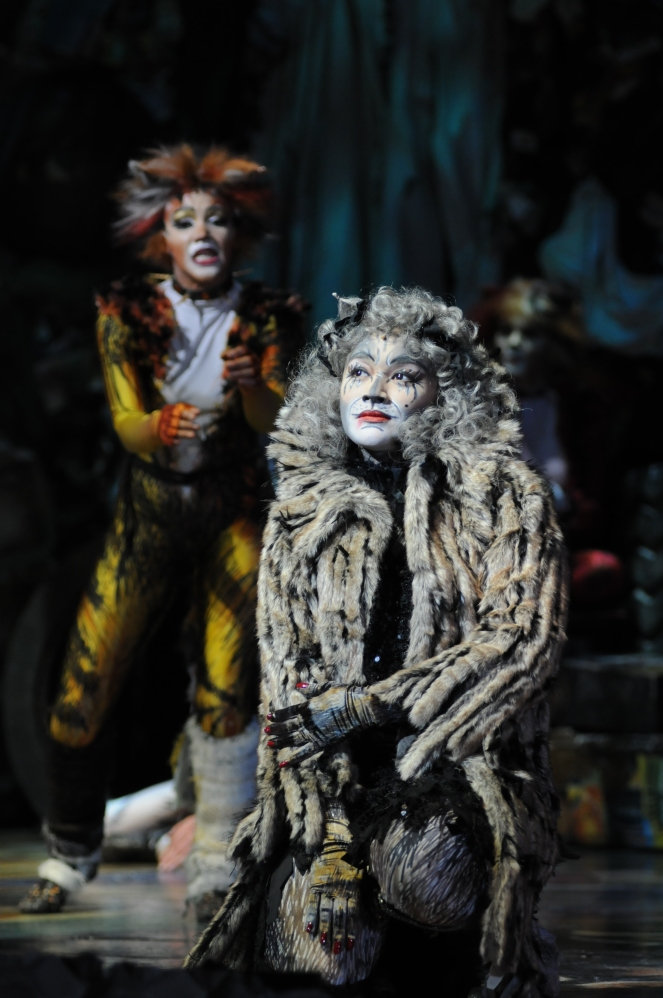 Joanna-Ampil-as-Grizabella_Photo-Alessandro-Pinna