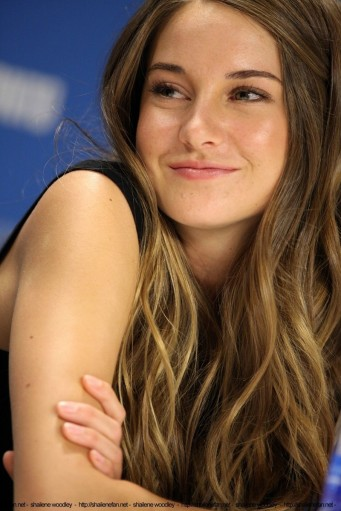 121976-shailene-woodley-hot-smile-tig-GJI6