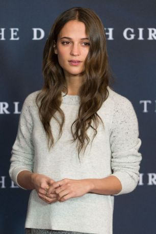 alicia-vikander-at-the-danish-girl-premiere-in-berlin-12-10-2015_6