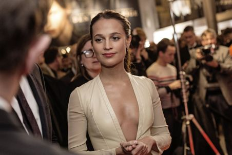alicia-vikander-at-the-danish-girl-premiere-in-copenhagen-02-02-2016_1