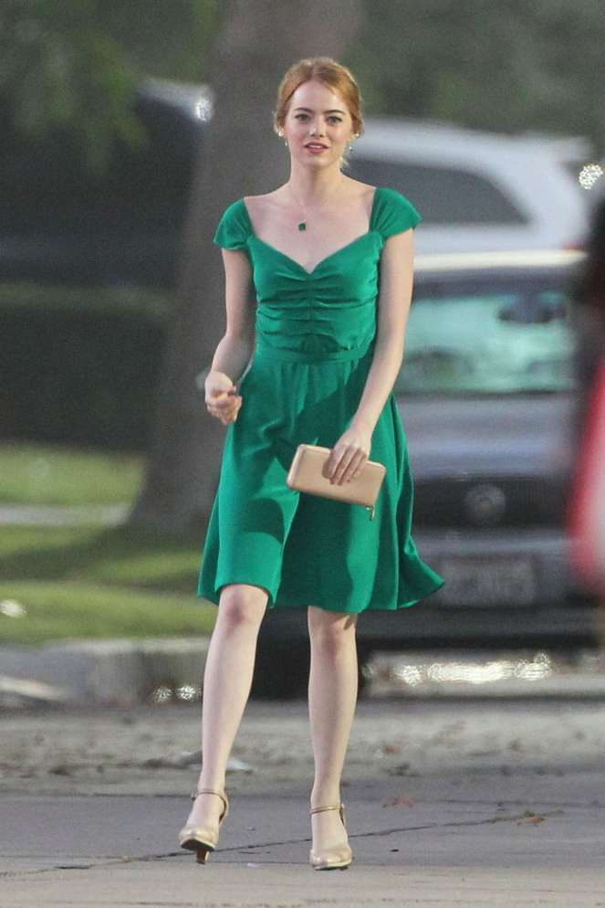 emma-stone-in-green-dress-on-la-la-land-03
